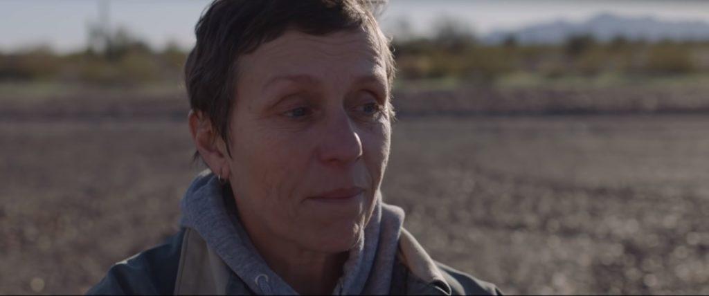 A premiada atriz Frances McDormand faz atuação concisa em Nomadland.